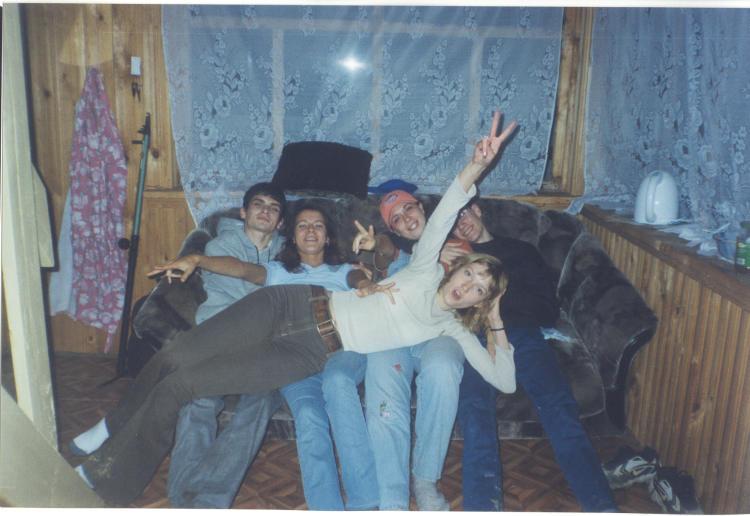 В сенях - филиал вечеринки